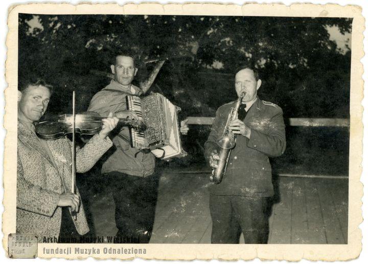 Powiśle Maciejowice, muzykanci na weselu, 1970