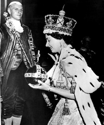 2011-04-22-15-55-04-9-queen-elizabeth-ii-was-crowned-at-a-coronation-cer